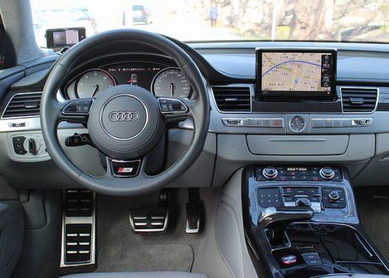 アウディ S8 プレセンスPKG/ブラック/左ハンドル/本革/純正HDDナビ/地デジ/SR/純正21AW画像2